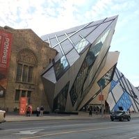 Photo taken at Royal Ontario Museum - ROM Governors by Melis on 11/5/2015