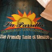 Foto tomada en La Parrilla Mexican Restaurant por Dave W. el 8/27/2017