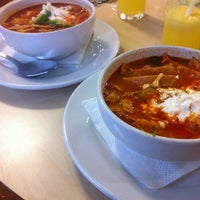 Das Foto wurde bei Los Farolitos von Angie G. am 11/10/2012 aufgenommen