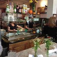 Foto tirada no(a) Vert Kitchen por Aldo's Pizza Pies em 10/25/2012