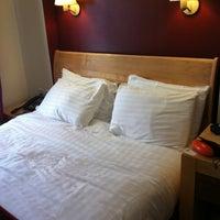 Photo taken at Holiday Inn London - Kensington by Bermy M. on 6/6/2013