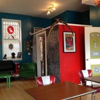 6/1/2013 tarihinde John C.ziyaretçi tarafından Jackalope Coffee & Tea'de çekilen fotoğraf