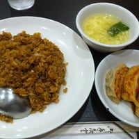 Photo taken at 日本橋焼餃子 ニュー新橋ビル店 by Johngee on 7/10/2014