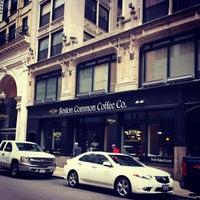 7/13/2013 tarihinde Molly B.ziyaretçi tarafından Boston Common Coffee Company'de çekilen fotoğraf