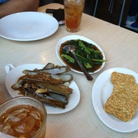 Photo taken at D'Cost Seafood by Helmi A. on 6/15/2013