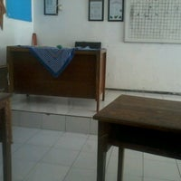 Photo taken at SMP Negeri 39 Surabaya by Satrya T. on 10/11/2012