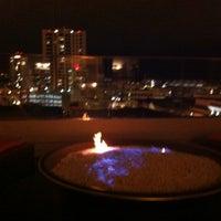 6/4/2013 tarihinde Jenna K.ziyaretçi tarafından Andaz Rooftop Lounge'de çekilen fotoğraf