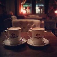 Снимок сделан в GLORY CAFE пользователем Yura T. 11/5/2012