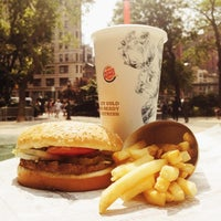 Photo taken at Burger King by Aslbeck O. on 8/19/2013