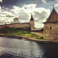 Снимок сделан в Псковский Кром (Кремль) / Pskov Krom (Kremlin) пользователем 1 2. 6/15/2013
