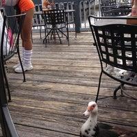 รูปภาพถ่ายที่ Hooters โดย Mandy B. เมื่อ 12/24/2012