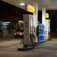 Photo taken at Posto Shell by Silvana N. on 4/19/2014