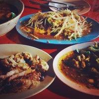 Photo taken at ร้านลาบร้อยเอ็ด by Pang 🎈 on 10/17/2013