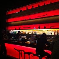 Foto tirada no(a) Long Table por Wern R. em 11/16/2012