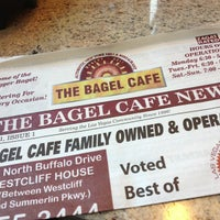 Foto tirada no(a) The Bagel Cafe por Michael P. em 5/11/2013