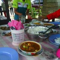 """Photo taken at Pondok Pindang """"Bu Sri"""" by Kiswani on 1/4/2013"""