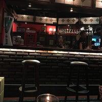 Das Foto wurde bei Posers International Pub & Restaurant von КАТЕРИНА😊 am 3/5/2017 aufgenommen