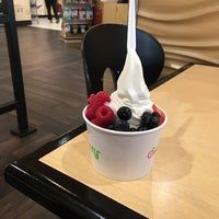 Photo taken at Pinkberry by Diane on 10/17/2017