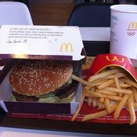 Foto tomada en McDonald's por Andreia M. el 10/18/2012