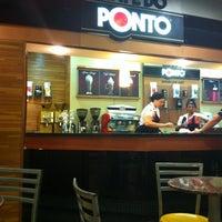 Foto tirada no(a) Café do Ponto por Bárbara S. em 1/22/2013
