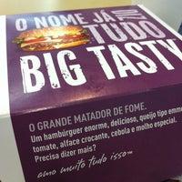 Foto tirada no(a) McDonald's por Bárbara S. em 1/30/2013