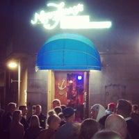7/13/2013 tarihinde Hannu N.ziyaretçi tarafından Navy Jerry's Rum Bar'de çekilen fotoğraf