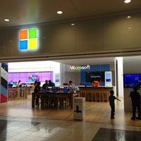 Foto tirada no(a) Microsoft Store por Cornelius R. em 6/1/2013