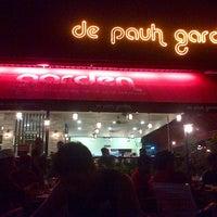 Foto tomada en De Pauh Garden Restaurant & Cafe por Ilias R. el 11/14/2012