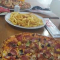 Photo taken at Pizza Pizza by Serhat ÖZÖLMEZOĞLU on 3/5/2015