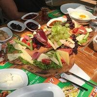 Das Foto wurde bei Ali Çınar Şarküteri von Burcu K. am 8/6/2017 aufgenommen