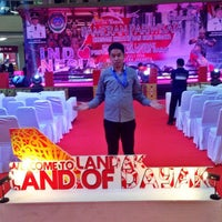 Photo taken at Baso Malang Karapitan (BMK) by Mohamad Q. on 8/1/2016