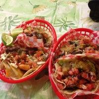 Foto tirada no(a) Seven Lives Tacos Y Mariscos por Mayte M. em 12/20/2012