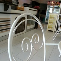 Photo taken at Love You Coffee & Cake | เลิฟยู by Rat y. on 11/8/2012