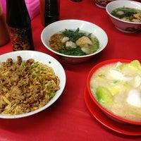 Photo taken at Es/Mie Ayam Bangka by Learyf K. on 8/17/2013