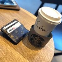 Foto tomada en Starbucks por Furkan S. el 9/13/2018