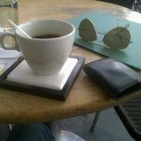 Foto tomada en Terraza Café Bucarica por Sergio R. el 9/26/2012
