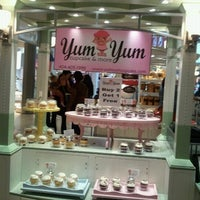 Photo taken at Yum Yum Cupcake by The Blooming Diva (. on 11/17/2012