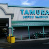 Foto tirada no(a) Tamura Super Market por Robert E. em 12/24/2012