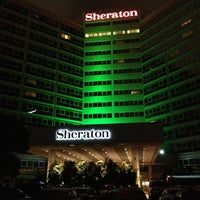 Photo taken at Sheraton Gateway Los Angeles Hotel by Mauricio M. on 11/2/2012