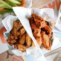 Снимок сделан в Buffalo's - Wings and Nuggets пользователем Jerzy K. 4/3/2015