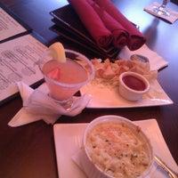 Photo taken at Mosaic Restaurant & Lounge - Four Points By Sheraton by Cruz K. on 3/25/2013
