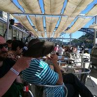 รูปภาพถ่ายที่ Café do Cais โดย Francisco A. เมื่อ 6/1/2013
