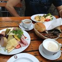 Das Foto wurde bei Kaffeehaus SowohlAlsAuch von Anne am 6/13/2013 aufgenommen