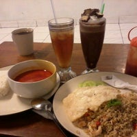 Photo taken at Ngeumong Cuisine & Chocolate Bar by Nurul P. on 9/15/2013
