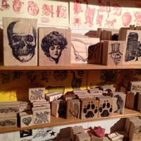 Photo prise au Casey Rubber Stamp par Octavio D. le4/28/2013