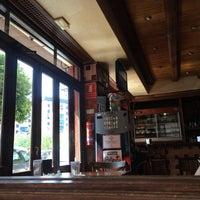 Das Foto wurde bei Café Bar Arriate von Маша К. am 7/18/2016 aufgenommen