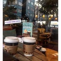 4/16/2018 tarihinde Yasemin Y.ziyaretçi tarafından Gloria Jean's Coffees'de çekilen fotoğraf