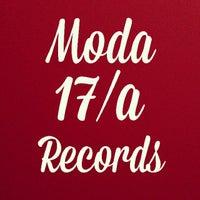 11/4/2013 tarihinde Metehan B.ziyaretçi tarafından MODA17/A RECORDS'de çekilen fotoğraf
