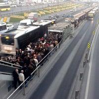 4/24/2013 tarihinde Mustafa A.ziyaretçi tarafından Cevizlibağ Metrobüs Durağı'de çekilen fotoğraf