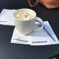 Das Foto wurde bei Starbucks von Theresa W. am 3/28/2017 aufgenommen